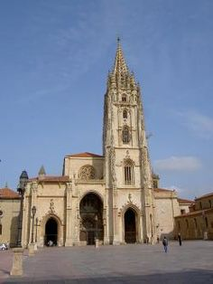 The Cathedral of San Salvador of Oviedo today displays an array of architectural styles, from Pre-Romanesque to Baroque, including Romanesque, Gothic and Renaissance parts. San Salvador, Pamplona, Gaudi, Monuments, Asturias Spain, Church Building, Parc National, Beautiful Buildings, Beautiful Places