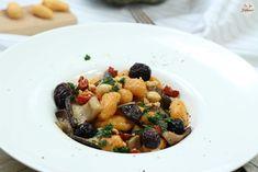 """""""Gnocchi"""" maison à la courge, poêlée de champignons aux noisettes - La Fée Stéphanie Gnocchi Sans Gluten, Sans Gluten Vegan, Fruit Salad, Gram Flour, Fresh Pasta, Fruit Salads"""