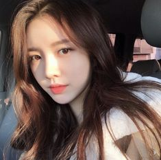 ulzzang girl girls woman women aesthetic korean japanese chinese beauty pretty beautiful lifestyle ethereal beauty girls east asian minimalistic grunge soft pastel light cute adorable 울짱 여자 r o s i e Korean Girl Cute, Korean Girl Ulzzang, Ulzzang Girl Fashion, Couple Ulzzang, Pretty Korean Girls, Cute Asian Girls, Beautiful Asian Girls, Ulzzang Girl Selca, Korean Beauty