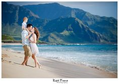 www.rightframe.net – Oahu family portrait photography at Yokohama Beach, Hawaii. portraits, ideas, idea, Waikiki, honolulu, hawaii, hawaiian, couple, families, photo, pictures, photos, pose, holiday, vacation, poses, posing, session, kids, kid, white, blue, ocean.