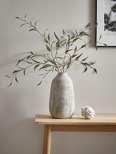 My plant decor inspo deco interieur blanc - Decoration Vases Decor, Plant Decor, Tapete Gold, Objet Deco Design, Artificial Flower Arrangements, Artificial Flowers, Deco Floral, Decorating Tips, Interior Decorating