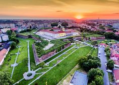 Unveiling the legends of Oradea Fortress Amazing Nature, Golf Courses, Places To Go, Dolores Park, Travel Photography, Mansions, House Styles, City, Beautiful