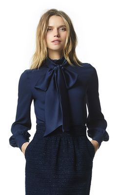 Every woman needs a classic pussy-bow blouse like Donyale in her wardrobe. Bow Blouse, Blouse Outfit, Navy Blouse, Trend Fashion, Work Fashion, Classy Outfits, Casual Outfits, Looks Chic, Elegant Outfit