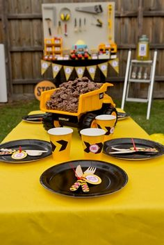 Table at a Construction Party #construction #partytable
