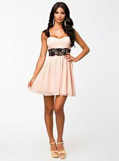 c2d0f8e9867 21 nejlepších obrázků z nástěnky Plesové šaty