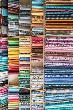 Bei uns findest du eine grosse Auswahl an schönen Bio Stoffen in bester Qualität. Lass dich inspirieren von den Farben und Mustern unserer schönen Bio Stoffe. Winterthur, Art Supplies, Pattern Books, Colors