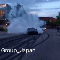 This Supra does a pretty good burnout!