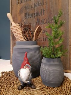 Liten keramikkrukke til blomster eller dekor. Glasert innvendig. ø 8cm, h 13,5cm Den minste på bildet Planter Pots, Pictures