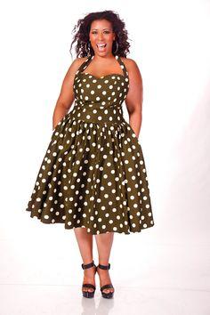 Fofinhos não podem usar estampas? Quem falou? www.tamanhosgrandes.com.br  Plus Size Halter Dress