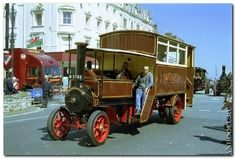 Here is a steam bus Foden made from the tractor chassis photographed in 1913 - Vintage Trucks, Old Trucks, Fire Trucks, Antique Trucks, Rv Truck, Train Truck, Steam Tractor, Bus Coach, Power Cars