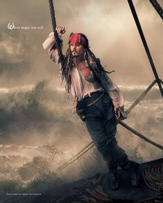"""""""Where magis sets sail..."""" - Johnnie Depp, como Capitão Jack Sparrow. Foto de Annie Leibovitz para Disney."""