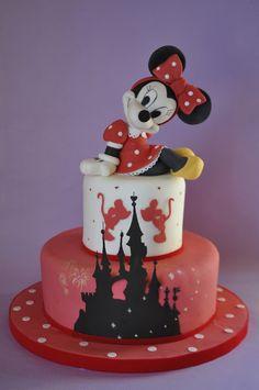 Tarta Disneiland con Minnie y el perfil del castillo