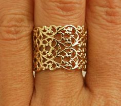 Gold ring delicate ring gold lace wedding ring gold by AAprill Wedding Rings Solitaire, Wedding Rings Vintage, Gold Wedding Rings, Vintage Rings, Lace Wedding, Trendy Wedding, Vintage Diamond, Wedding Band, Elegant Wedding