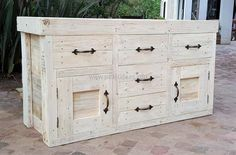 1 wood pallet chest of drawers