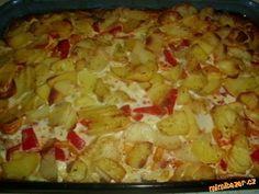 Postup přípravy:<br><br>Oškrabané brambory nakrájíme na tenká kolečka a poklademe na dno zapékací mí...