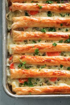 one pan dinners chicken Sheet Pan Chicken Pot Pie Recipe - Six Sisters' Stuff Pie Recipes, Chicken Recipes, Cooking Recipes, Pan Cooking, Chicken Meals, Healthy Chicken, Copycat Recipes, Casserole Recipes, Recipies