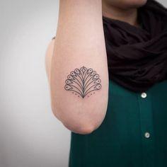 Peacock feathers tattoo by Natalia Holub #NataliaHolub #handpoke #linework#minimalistic #peacockfeathers