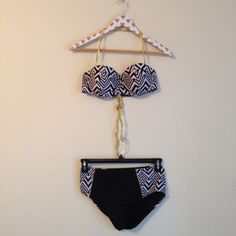 Print Bikini Size:  Top is Juniors Large. Bottoms are Juniors Medium Brand:  YMI  Fit:  Top would fit a C up best. Sleeves:  halter style  Material:  85% polyester, 15% spandex, 100% polyester.  Color: black, white, gold  Other details: Top is padded, not push-up. High waited bottoms. Lower high waist below belly button. Print. Lace up back.  Condition: Pre loved. No noteworthy flaws  MSRP 30  Measurements are available upon request. No model swaps or holds. Please read my bio before…