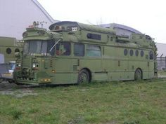 Remember the Peacemaker Bus? Now this is the War-Ender Bus. This Saviem bus, spotted near Toulouse, has been used as a sound system for rave parties. Here's how it looked on when it Bus Camper, Mini Camper, Campers, Mini Caravan, Onibus Marcopolo, Bug Out Vehicle, Zombie Vehicle, Der Bus, Expedition Vehicle