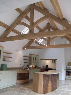 Vaulted Ceiling Lighting Living Room Timber Frames 22 Ideas For 2019 Vaulted Ceiling Kitchen, Vaulted Ceiling Lighting, Vaulted Ceilings, Oak Framed Extensions, Roof Truss Design, Oak Frame House, Barn Kitchen, Island Kitchen, Timber Structure
