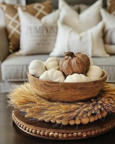 Decoration Inspiration, Autumn Inspiration, Decor Ideas, Gift Ideas, Decorating Coffee Tables, Pumpkin Decorating, Fall Decorating, Coffee Table Centerpieces, Dessert Tables