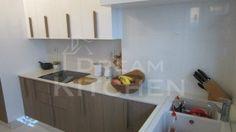 καπλαμάς καφέ απόχρωση με λευκή γυαλιστερή λάκα Kitchen Island, Home Decor, Island Kitchen, Decoration Home, Room Decor, Home Interior Design, Home Decoration, Interior Design