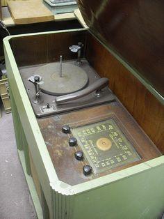 1950s Hi Fi record player console. #turntable #recordplayer #music http://www.pinterest.com/TheHitman14/the-record-player-%2B/