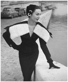 Photo Walde Huth – Model Patricia in Jaques Fath 1955