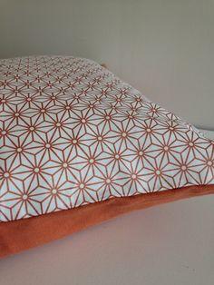 Housse de coussin déhoussable 50x50 forme géométrique cuivre : Textiles et tapis par la-fee-ninova