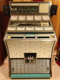 1962 Seeburg Directional Sound (Last Seeburg With A Visible Record Mechani… – Bram Ernens – Audioroom Radio Vintage, Vintage Box, Vintage Music, Jukebox, Antique Record Player, Music Machine, Audio Room, Wall Boxes, Old Music