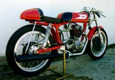 Moto Morini Settebello 175cc Vintage Bikes, Vintage Cars, Cafe Bike, 50cc, Racing Motorcycles, Classic Bikes, Vintage Italian, Cool Bikes, Ducati