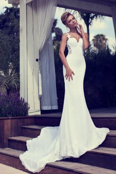 Gorgeous wedding dress fitted... Wedding Dresses | Nurit Hen Bridal 2014