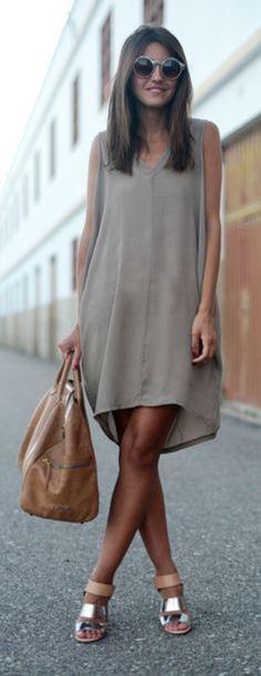 ストンとした落ち感が美しいとろみ素材ワンピ♡ 人気のおすすめモテ系Vネックアイテムの一覧。レディースファッションのトレンドコーデ♪