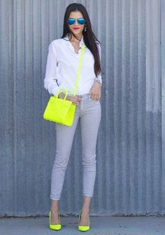 If you don't dare to wear this bright color on your outfits, so you can wear a neon shoes as the right choice. If you want to play safe, match the color of the shoes with the other accessorie… Neon Outfits, Mode Outfits, Casual Outfits, Fashion Outfits, Womens Fashion, Fashion Trends, 30 Outfits, Casual Chic, Looks Style