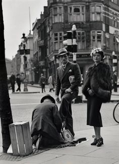 Charing Cross Road, London. 1936. by Wolfgang Suschinzky