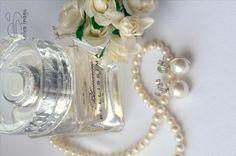 Серьги-гвоздики с белым жемчугом Сваровски