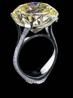 Jewellery Theatre: Jewellery Art-stones Ring, 18K White Gold yellow diamond, white diamonds.