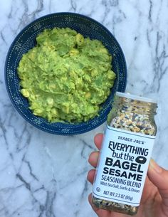 Amazing Guacamole Recipe and other Ideas for using Trader Joe's Everything but the Bagel Seasoning! (Whole 30 Recipes Trader Joes) Keto Snacks, Healthy Snacks, Healthy Eating, Healthy Recipes, Bagel Recipe, Guacamole Recipe, Everything Bagel, Whole 30 Recipes, Top Recipes