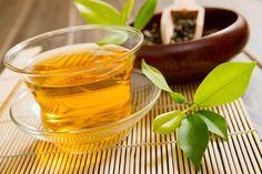 O chá de carqueja (Baccharis trimera) tem diversas ações benéficas ao organismo, que vão do combate à prisão de ventre à potencialização da queima de gordura.