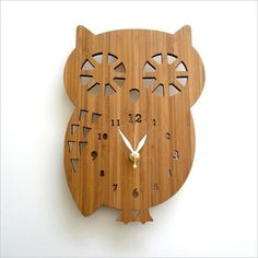 Love, love, love this clock.  Does someone gifted in the art of woodcrafting/carving want to try their hand at making me one!???