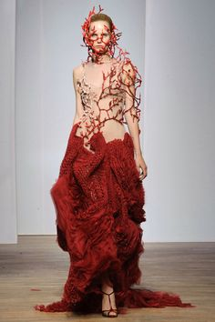 Yiqing Yin Haute Couture fall/winter - The Glam Pepper Fashion Week, Paris Fashion, Fashion Art, Runway Fashion, High Fashion, Fashion Show, Fashion Design, Style Haute Couture, Couture Fashion