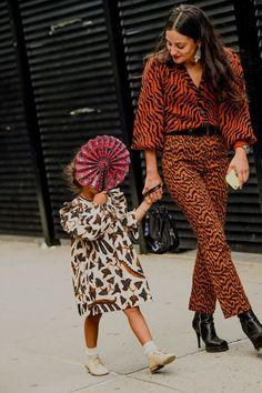 The Best Street Style From New York Fashion Week Women's Street Style, Fashion Week, Outfit Inspiration New York Fashion Week Street Style, Spring Street Style, Cool Street Fashion, Street Style Women, Street Styles, New Fashion Trends, Fashion 2020, Kids Fashion, Fashion Outfits