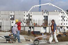 En el último año incrementó 61 por ciento el empleo en el sector de la construcción del estado de Puebla, al generarse 8 mil 420 nuevas plazas, informó este viernes el Instituto Nacional de Estadística y Geografía (INEGI).  Hasta julio pasado se contabilizaron 22 mil 171 fuentes laborales; mientras que en el mismo mes pero de 2015 se reportaron 13 mil 751 empleos.  En tanto, de enero a julio pasado aumentó 30 por ciento el empleo en este rubro que incide en más de 30 ramas productivas.  De…