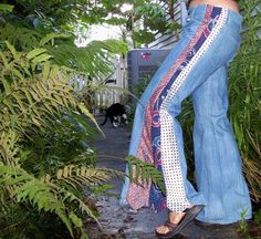 upcycle jeans into bell bottoms diy Tie Crafts, Patchwork Jeans, Old Jeans, Denim Ideas, Diy Clothing, Refashion, Short, Diy Fashion, Bell Bottoms