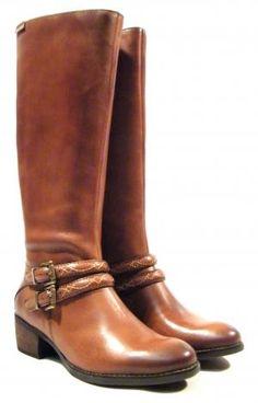 Botas altas de tacón Pikolinos  Botas de piel de caña alta de la marca Pikolinos modelo W2E-9582. Botas altas en piel cuero con detalle de hebillas en color oro viejo. Cierre de cremallera. Altura aproximada de caña 36 cms altura aproximada de tacón 4 cms. Interiores en combinado de piel y tejido. Pikolinos naturally good. http://ift.tt/2h11cRa