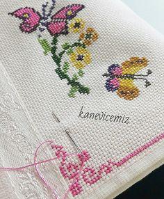 Kelebekler açıyordu  Hayırlı geceler  Şablonu yok lütfen sormayıniz. ✋ Embroidery On Kurtis, Kurti Embroidery Design, Embroidery Motifs, Ribbon Embroidery, Cross Stitch Embroidery, Knitting Patterns Free Dog, Butterfly Cross Stitch, Stitch 2, Needlework