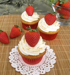 Dollhouse Bake Shoppe: Strawberry Cheesecake Cupcakes