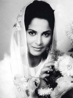 Waheeda Rehman raised the bar with the natural ease with which she portrayed her characters. She didn't believe in playing arm-candy to her co-stars and insisted on author-backed roles. Whether as a vamp in her debut film CID, a streetwalker with a heart of gold in Pyaasa or a blithe spirit in Chaudhvin Ka Chand, she soared with every appearance.