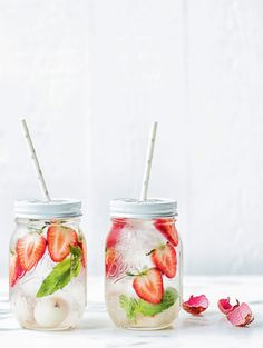 Fraise Litchi Basilic More Fraise Litchi, Recipe, Cuisine Boissons, For, Litchi… Yummy Drinks, Healthy Drinks, Healthy Recipes, Stay Healthy, Diet Recipes, Natural Body Detox, Fruit Infused Water, Detox Drinks, Milkshake