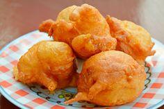 ***¿Cómo hacer Buñuelos de Manzana?*** Te enseñamos una receta simple para preparar buñuelos de manzana. También será la base para que los rellenes con lo que más te guste......SIGUE LEYENDO EN...... http://comohacerpara.com/hacer-bunuelos-de-manzana_10687c.html